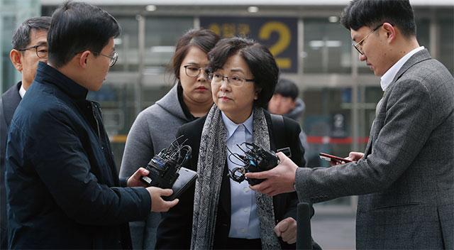 지난 3월 25일 오전 '환경부 블랙리스트 문건 의혹'으로 검찰 수사를 받는 김은경 전 환경부 장관이 구속 전 피의자심문(영장실질심사)을 받기 위해 서울동부지법 법정으로 들어가고 있다. / 조선일보