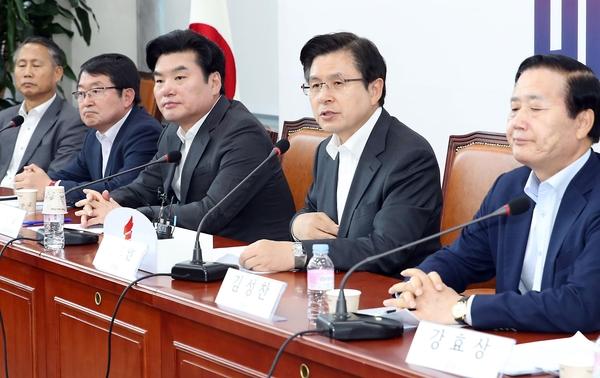 5일 여의도 국회에서 열린 자유한국당 제5차 북핵외교안보특위 회의에서 황교안 대표가 북한의 미사일 발사와 관련 모두발언을 하고 있다./뉴시스