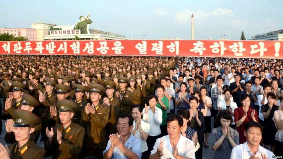 지난 2016년 9월 평양 김일성광장에서 북한의 5차 핵실험을 축하하는 군민대회가 열렸다./VOA, 로이터