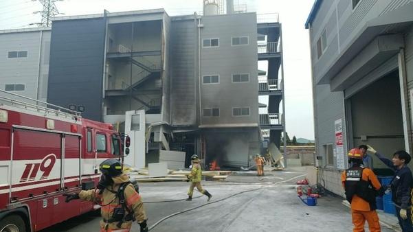 13일 오후 폭발 사고가 발생한 충북 제천시 왕암동 공장. /제천소방서 제공