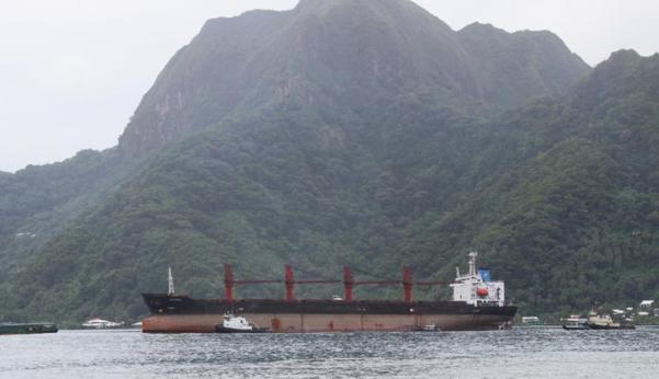 미국 정부가 석탄 불법 운송 혐의로 압류한 북한 화물선 와이즈어니스트호가 지난 11일 미국령 사모아 파고파고항에 들어서고 있다. /AP 연합뉴스