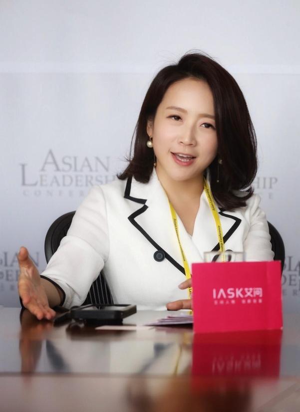 15일 서울 신라호텔에서 열린 제10회 아시안리더십콘퍼런스에 참석한 글로리아 아이(Gloria Ai) 아이애스크 미디어 창립자가 인터뷰를 하고 있다. / 오종찬 기자