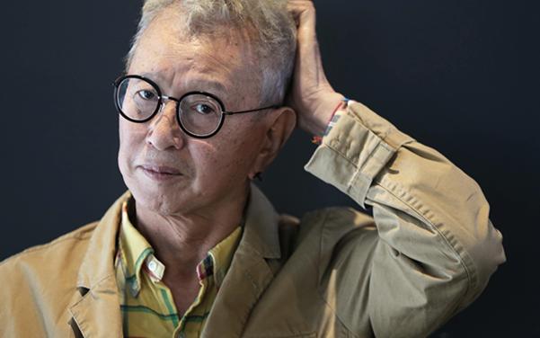 올해로 데뷔 50주년을 맞은 현역 개그맨 전유성(70세). 개그맨인 동시에 문화기획자이자 여러 권의 책을 낸 작가이기도 하다. /사진=이태경 기자