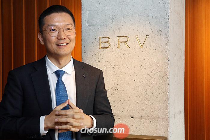 지난 3월 신세계그룹의 온라인 쇼핑 전문 회사 SSG닷컴에 3500억원을 투자한 윤관 BRV캐피털매니지먼트 대표가 지난 13일 본지와 인터뷰하고 있다.