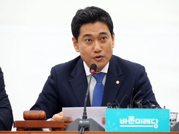 바른미래당 오신환 원내대표가 23일 오전 여의도 국회에서 열린 제43차 원내정책회의에서 발언하고 있다./연합뉴스