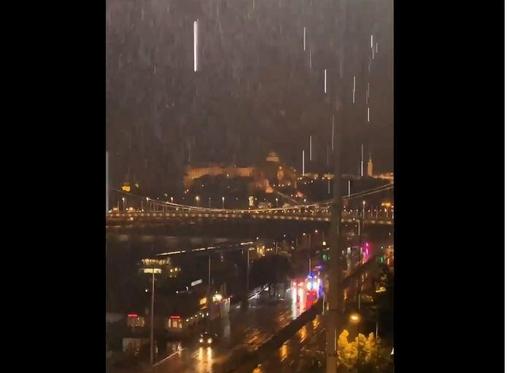 부다페스트 다뉴브강 유람선 사고 현장에서 폭우가 쏟아지고 있는 모습. /트위터