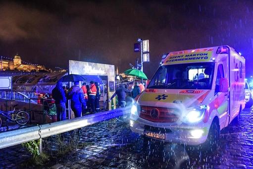 헝가리의 수도 부다페스트의 국회의사당 부근 다뉴브 강에서 2019년 5월 29일 유람선 '하블라니'가 다른 유람선과 충돌하면서 강물 속으로 침몰했다. 현장에서 구조 작업이 한창이지만 폭우가 내리고 있어서 구조 작업에 어려움을 겪고 있다. /연합뉴스