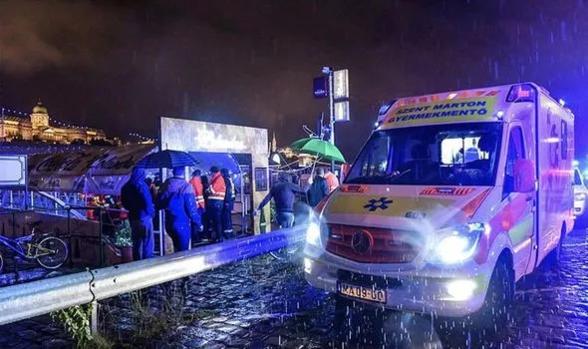 헝가리 부다페스트 다뉴브강에서 유람선이 침몰해 7명이 사망했다./ AFP