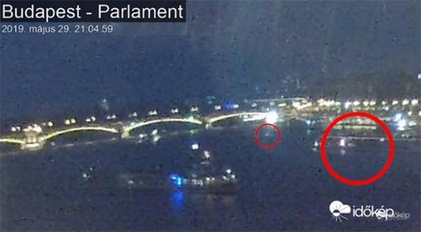 30일 이도캡이 공개한 영상. 허블레아니호(붉은색 작은 원) 뒤로 대형 선박이 뒤따르는 모습이 나온다. /이도캡 홈페이지 캡처