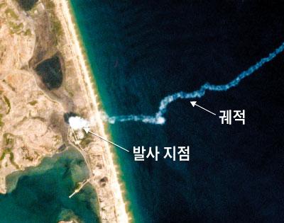 '큐브 위성'으로 잡아낸 北 미사일 발사 - 미 민간 위성서비스 업체 플래닛랩스가 지난달 4일 북한 강원도 호도반도에서 발사된 발사체의 궤적을 자사 큐브샛 도브(Dove)로 포착한 사진.