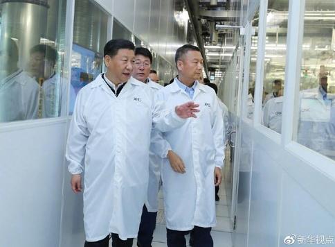 중국 신화통신은 시진핑 국가주석이 2018년 4월 우한의 반도체회사 XMC를 시찰하면서 핵심기술의 자력갱생을 강조했다고 보도했다.XMC는 중국 토종 기업으로 처음 낸드 플래시 메모리 양산을 추진중인 창장메모리에 기술을 제공하는 계열사다. /신화망