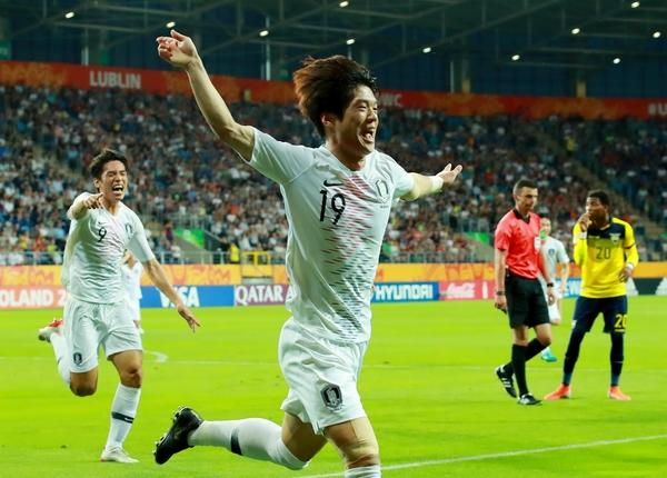 12일 오전(한국 시각) 폴란드 루블린 경기장에서 열린 2019 국제축구연맹(FIFA) 20세 이하(U-20) 월드컵 4강전 한국과 에콰도르의 경기에서 결승골을 넣은 최준. /연합뉴스