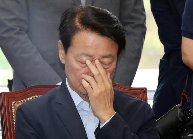 지난 5일 오전 국회에서 열린 자유한국당 최고위원-중진의원 연석회의에서 한선교 사무총장이 생각에 잠겨 있다. /뉴시스