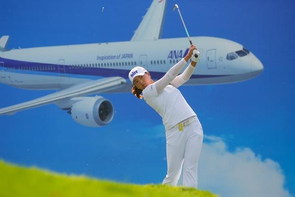 고진영이 시즌 세 번째 메이저 대회인 KPMG 위민스 챔피언십에서 메이저 2승째를 노린다. 사진은 지난 4월 ANA 인스퍼레이션 우승 당시 모습./LPGA