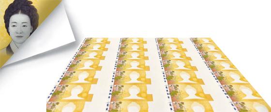 5만원권의 첫단계, 신사임당 얼굴 인쇄前 입니다 - 18일 경북 경산 한국조폐공사 화폐본부 생산공장에서 배경 그림을 입히는 1단계 평판 인쇄를 끝낸 5만원권 전지가 잉크를 말리기 위해 놓여 있다. 이후 색 변환 잉크, 점자, 홀로그램, 신사임당 얼굴 등을 입히는 여러 인쇄 단계를 거쳐 완성품이 나온다. 5만원권 한 장이 만들어져 한국은행에 납품되는 데 총 40일이 걸린다.