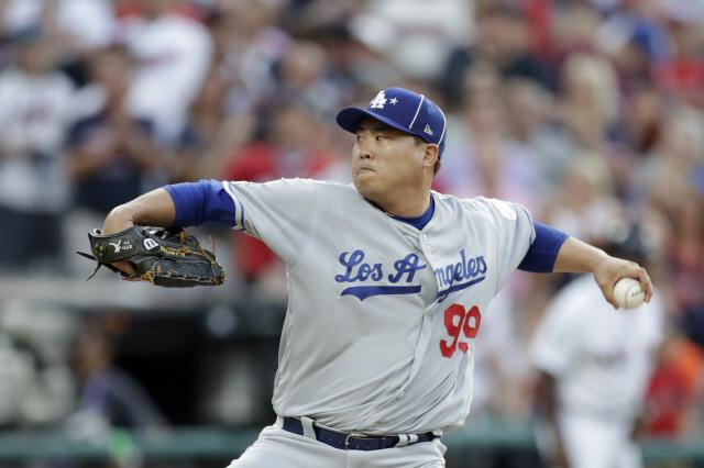 LA 다저스 류현진이 지난 10일(한국시각) 미국 오하이오주 클리블랜드 프로그레시브필드에서 열린 메이저리그 올스타전에 선발등판해 공을 힘차게 뿌리고 있다. AP연합뉴스