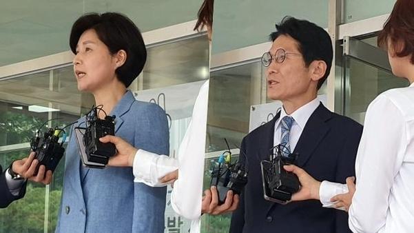 국회 '패스트트랙 사태'로 고발 당한 백혜련(왼쪽) 더불어민주당 의원과 윤소하(오른쪽) 정의당 원내대표가 16일 오후 경찰 조사를 마치고 서울 영등포경찰서를 나서면서 취재진의 질문에 답하고 있다. /박소정 기자