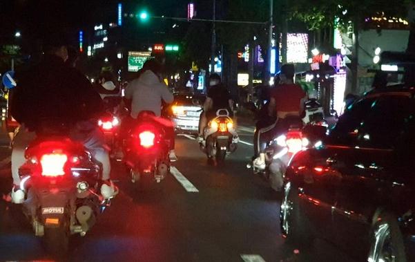 지난 5월 12일 대구 시내 간선도로에서 폭주족들이 차선을 점거하고 있다./대구지방경찰청 제공