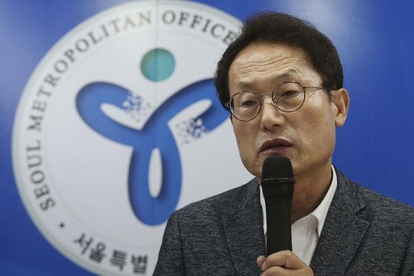 조희연 서울교육감이 17일 서울교육청에서 열린 기자간담회에서 일반고 전환 자사고를 포함한 일반고 종합 지원 계획을 발표하고 있다./조선DB