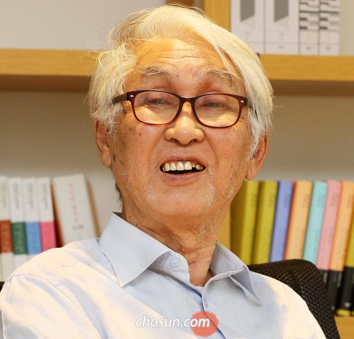 """""""사라진 진리를 느낄 수 있고, 최소한의 상징으로 보여주는 사람이 시인""""이라며 만해를 평가한 김우창 고려대 명예교수."""