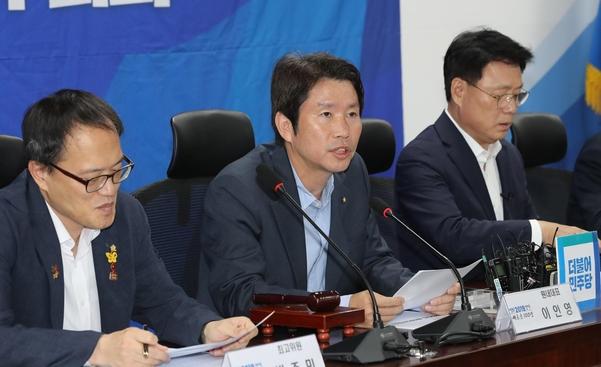 더불어민주당 이인영 원내대표가 9일 오전 국회 의원회관에서 열린 확대간부회의에서 발언하고 있다./연합뉴스