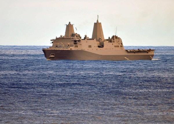 2011년 2월 24일에 촬영된 수륙양용 수송선 USS 크린베이./뉴욕타임스