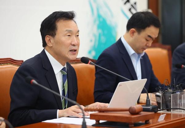 바른미래당 손학규 대표가 14일 당 최고위원회의에서 발언하고 있다./연합뉴스