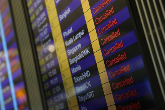 홍콩 시위대가 국제공항을 점거하며 지난 12, 13일 이틀 간 공항 운영이 중단됐다. 이에 따라 수많은 항공편이 결항된 모습. /SCMP