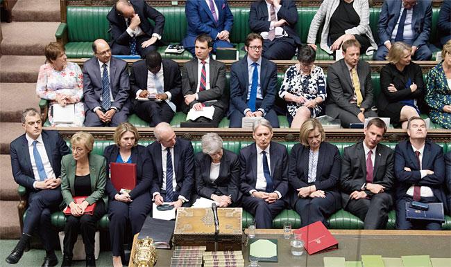 런던 웨스트민스터 의사당에 앉아 있는 영국의 하원의원들. photo 뉴시스