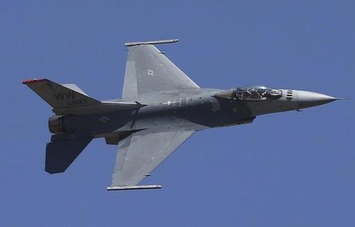 2019년 2월 24일 미국 공군이 F-16 전투기로 비행하는 모습. /AP 연합뉴스