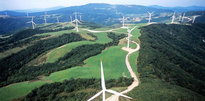 강원도 대관령에 설치된 풍력발전기.