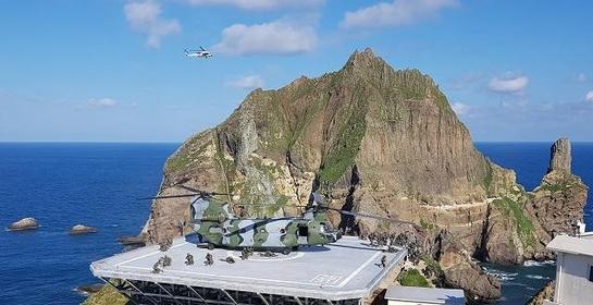 25일 오전 해병대원들이 동해 영토수호훈련의 일환으로 독도에 상륙해 훈련하고 있다. /연합뉴스