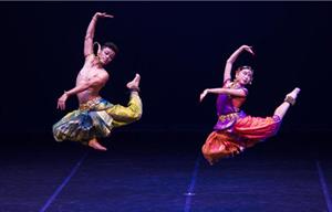 인도 전통춤 '바라타나티암'의 공연 모습.