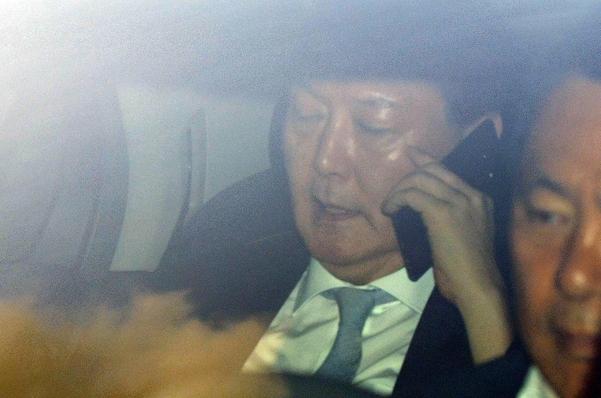 윤석열 검찰총장이 28일 오전 서울 서초구 대검찰청으로 출근하고 있다. / 연합뉴스