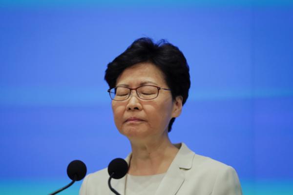 홍콩 행정 수반인 캐리 람 행정장관이 2019년 6월 18일 홍콩 정부청사에서 기자회견을 하고 있다. /AP 연합뉴스