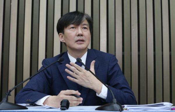 조국 법무부장관 후보자가 지난 2일 서울 여의도 국회에서 기자간담회를 갖고 취재진의 질문에 답하고 있다. /조선DB