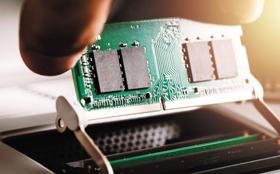 미국 마이크론사의 16Gb DDR4 D램 모듈.
