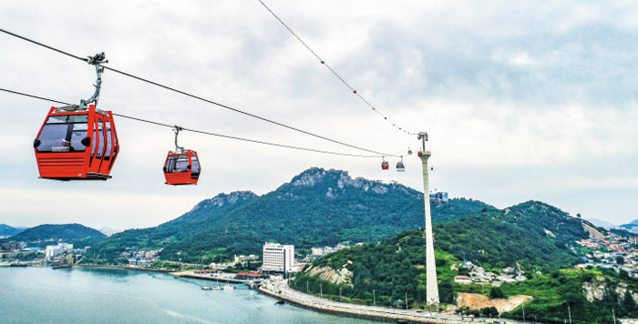 전국 케이블카 중 가장 긴 전남 목포 해상케이블카가 7일 정식 개통한다. 지난 3일 시범 운행 모습.