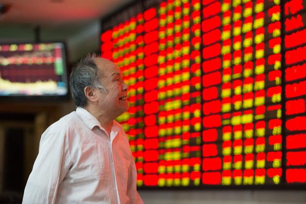 중국인 투자자가 증시 상황 변화를 걱정스럽게 지켜보고 있다. /트위터 캡처