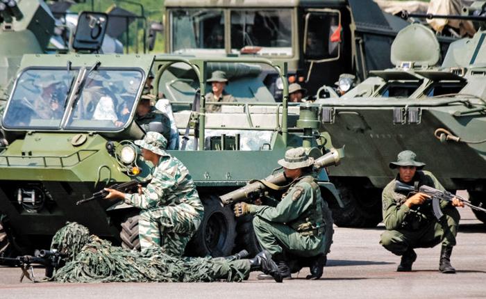베네수엘라, 콜롬비아 접경지역서 15만명 군사훈련
