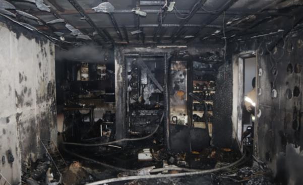 12일 오전 4시 20분쯤 광주 광산구 송정동 한 아파트 5층에서 불이 나 50대 부부가 숨지고 자녀·이웃 등 4명이 부상을 입었다. /광주 광산소방서 제공