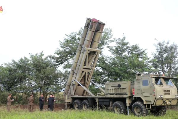 북한이 지난 10일 김정은 국무위원장 지도 하에 초대형 방사포 시험사격을 다시 했다고 북한 매체들이 11일 보도했다./조선중앙TV·연합뉴스