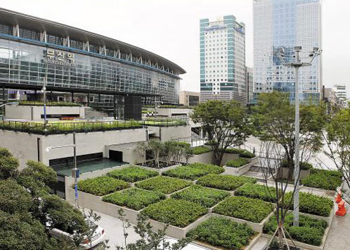 옥상정원·북카페… 부산역 광장의 변신