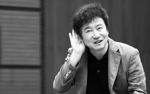 김진명은 1957년 부산에서 태어나 한국외국어대학교 법학과를 졸업했다. 고등학교 때부터 입시 공부는 제쳐두고 철학, 역사 분야의 책을 읽으며 문리를 깨쳤다./사진=김지호 기자