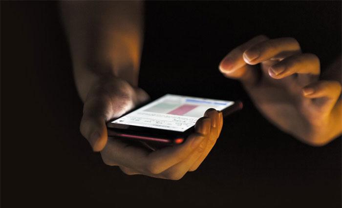 늘어나는 사이버불링에 학교폭력 대응 심부름센터의 대처법도 달라지고 있다. 자체 개발 프로그램을 사용해 가해학생의 소셜미디어 계정을 마비시키는가 하면 스마트폰을 해킹해 어떤 식으로 피해학생을 괴롭힐지 미리 파악하기도 한다.