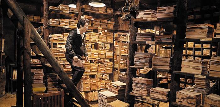 영화 '말모이'의 한 장면. 사전 편찬을 위해 수집한 우리말들을 잔뜩 모아 놓은 지하 창고다.