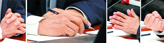 8일 국회 기획재정위원회의 한국은행 국정감사에서 이주열 한은 총재가 의원들의 질의에 답변하는 과정에서 메모하거나 주먹을 쥐고 손을 모으는 등 다양한 손 모양을 보이고 있다.