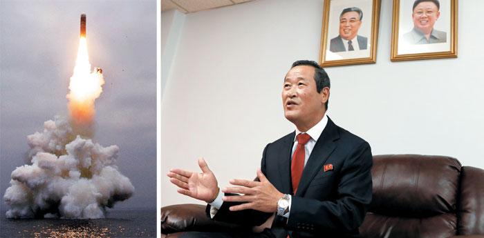 북한의 신형 잠수함발사탄도미사일(SLBM) 북극성-3형이 지난 2일 원산 앞바다에서 발사되고 있다(왼쪽 사진).