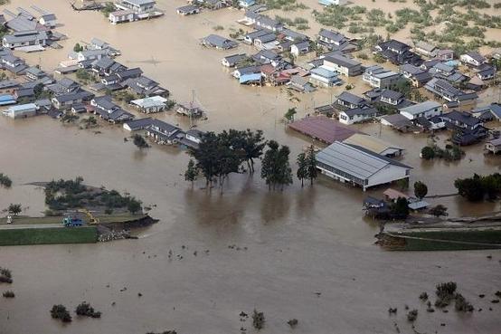 13일 일본 나가노 지역이 태풍으로 인한 폭우로 침수 피해를 겪었다. /EPA 연합뉴스