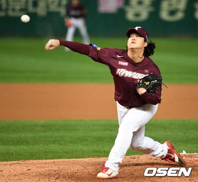 """미소 지은 김경문 감독, """"조상우 잘 던져서 흐뭇하다""""[오!쎈 현장]"""